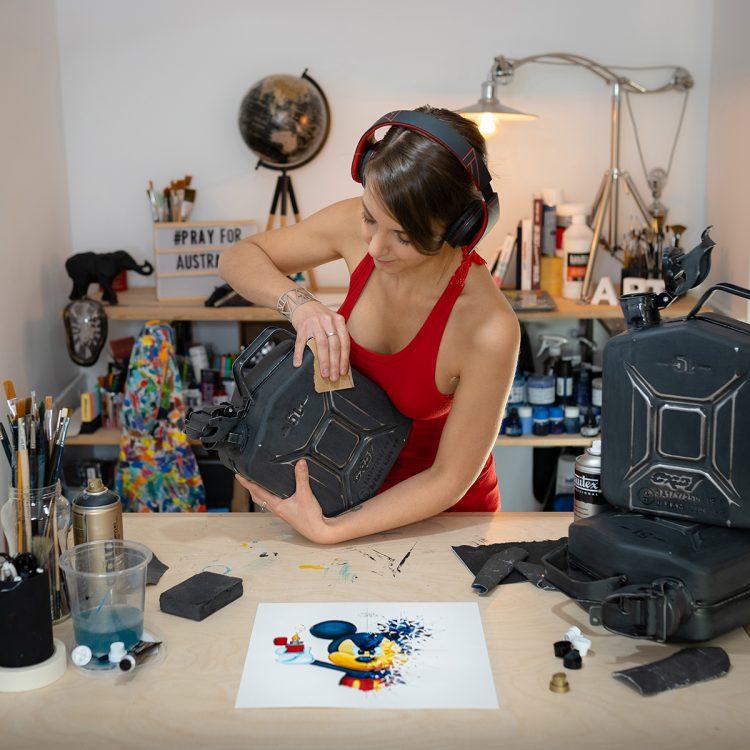 Jerrican - art - vincent duchene collaboration - oeuvre originale - sabrina beretta