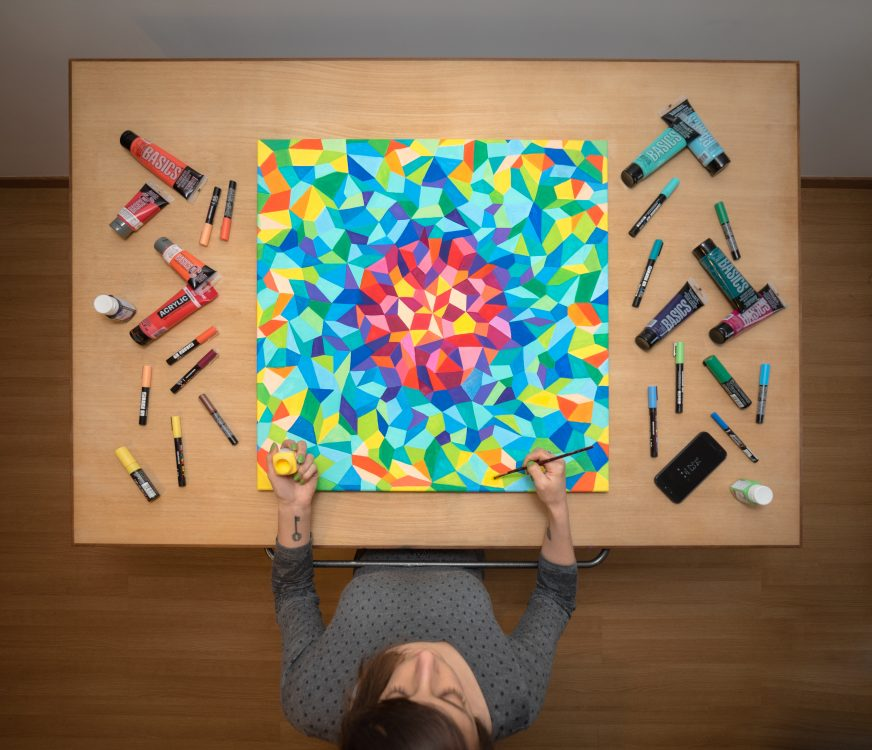 Art & Be - Sabrina Beretta - artiste peintre et sa peinture abstraite géométrique