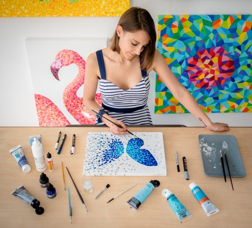 Art & Be - Sabrina Beretta - artiste peintre et sa peinture papillon géométrique