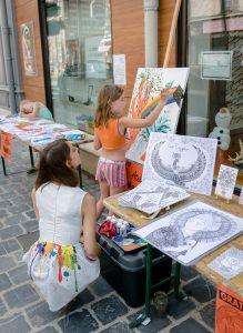 Sabrina Beretta à l'atelier peinture de la journée des peintre de Sainte-Ménéhould