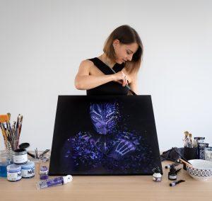 Sabrina Beretta intérprète le héro du film Black panther avec son style géométrique