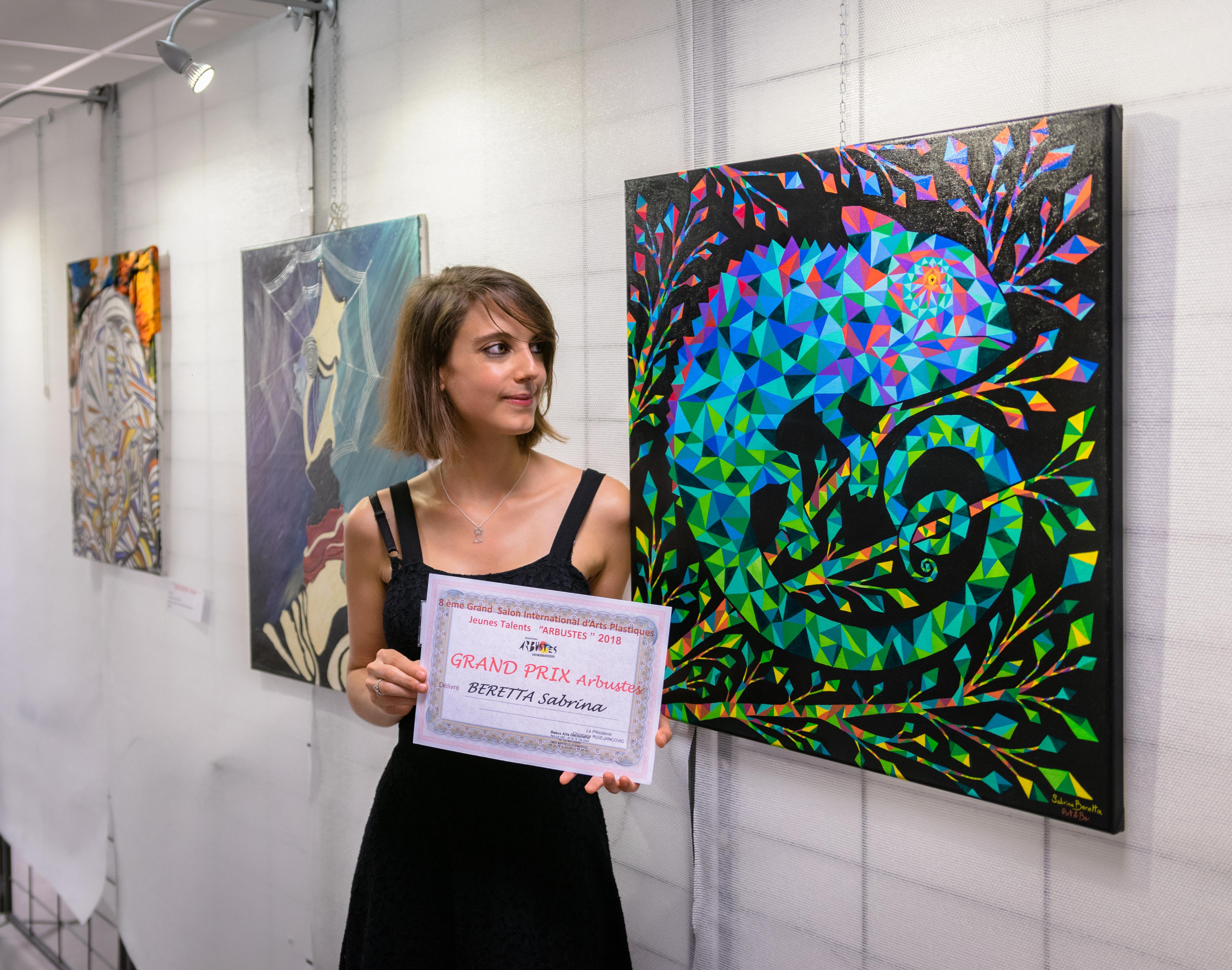 Sabrina Beretta a reçu le grand prix arbustes 2018 pour sa peinture géométrique intitulée Caméléon des émotions
