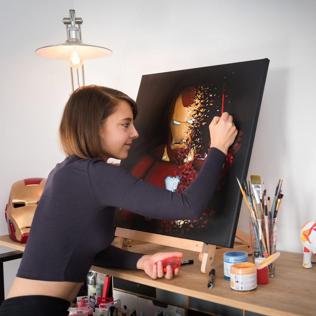 Le super héros Iron-man est en train de prendre vie sous le pinceau de Sabrina Beretta