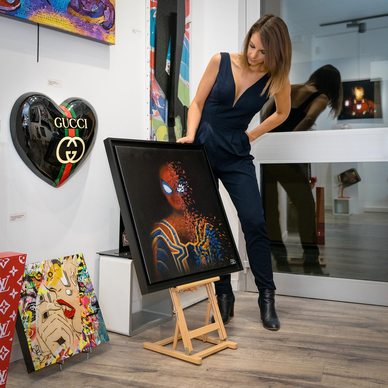 Sabrina Beretta et son super héro spider-man à la galerie 28
