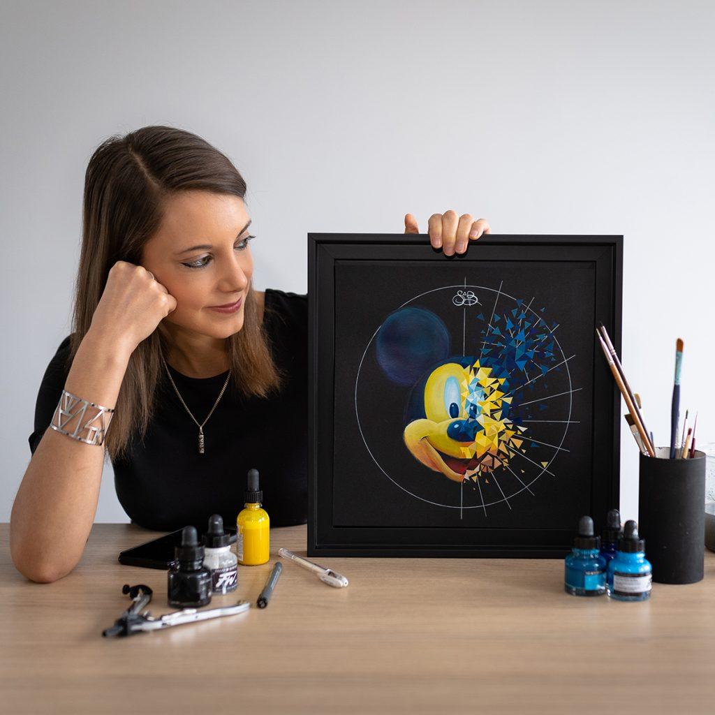 Peinture sur papier de Sabrina Beretta représentant l'explosion de l'icone de Disney : Mickey