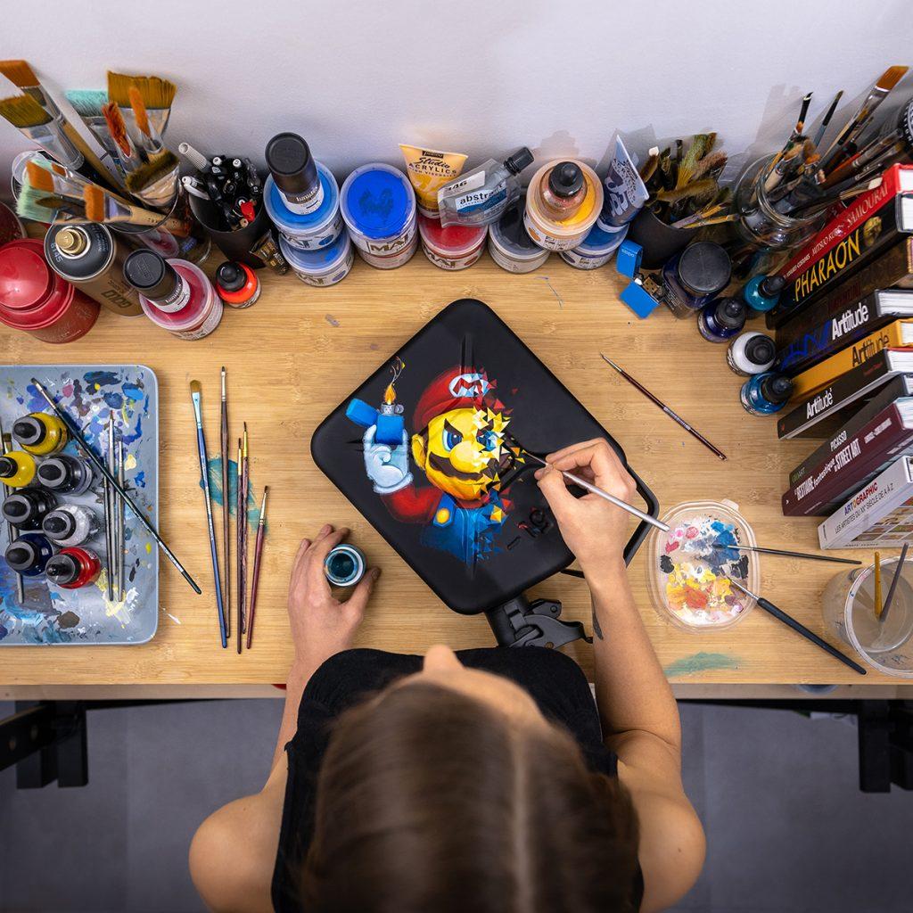 Portrait explosif en peinture du personnage de jeux vidéos Mario, héro de culture geek par Sabrina Beretta