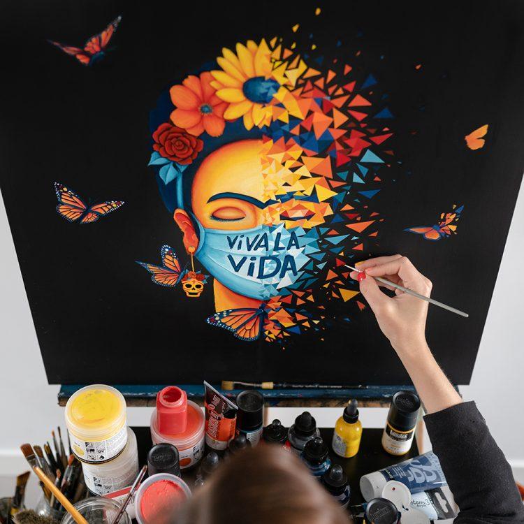 Viva la Vida, Frida Kahlo masquée par Sabrina Beretta sur bois